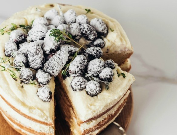 Lemon Layer Cake with Blackberries #lemoncake #blackberrycake #layercake #glutenfree option