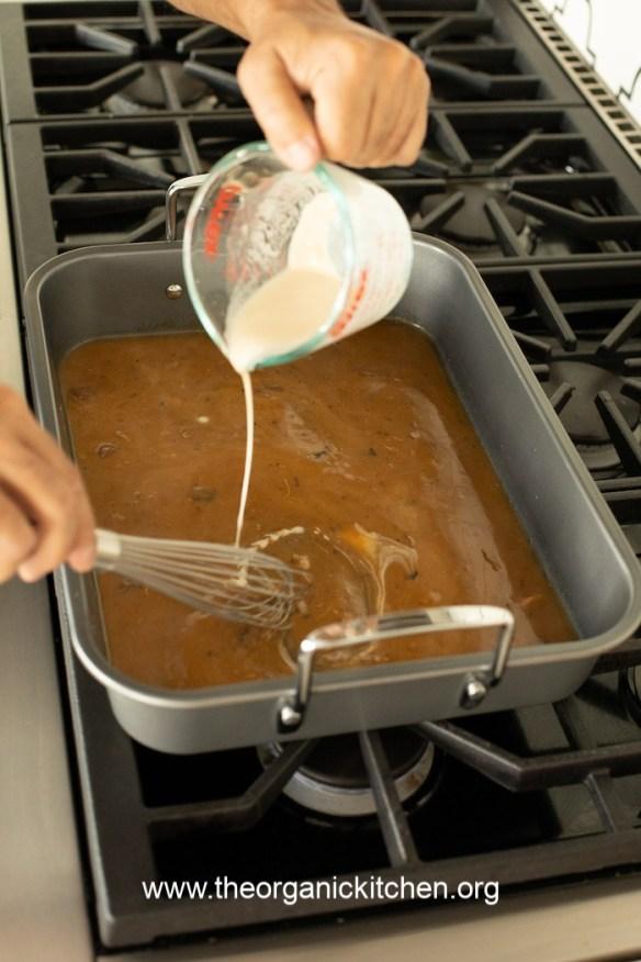 How to Make Turkey Gravy with Drippings #turkeygravy #thanksgiving #gravyfromdrippings #glutenfree option
