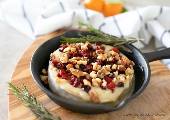 Baked Brie Appetizer with Cranberries and Walnuts #warmbrie #bakedbrie #bakedbreewithcranberries