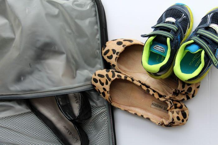 packing tips shoes suitcase