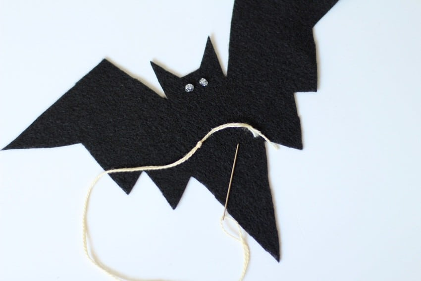 Halloween Craft Tutorial Bat Mobile - String and Bat