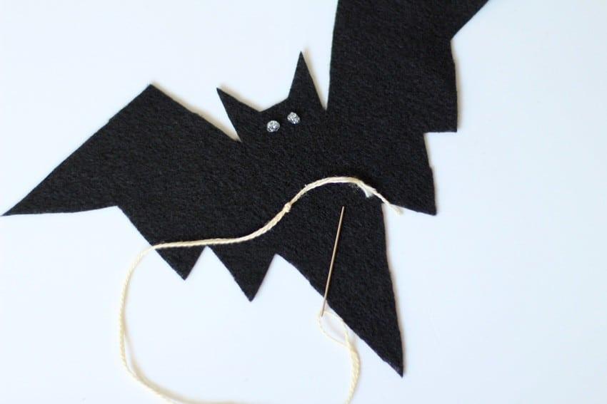 Halloween Craft Tutorial Bat Mobile - String and Bat