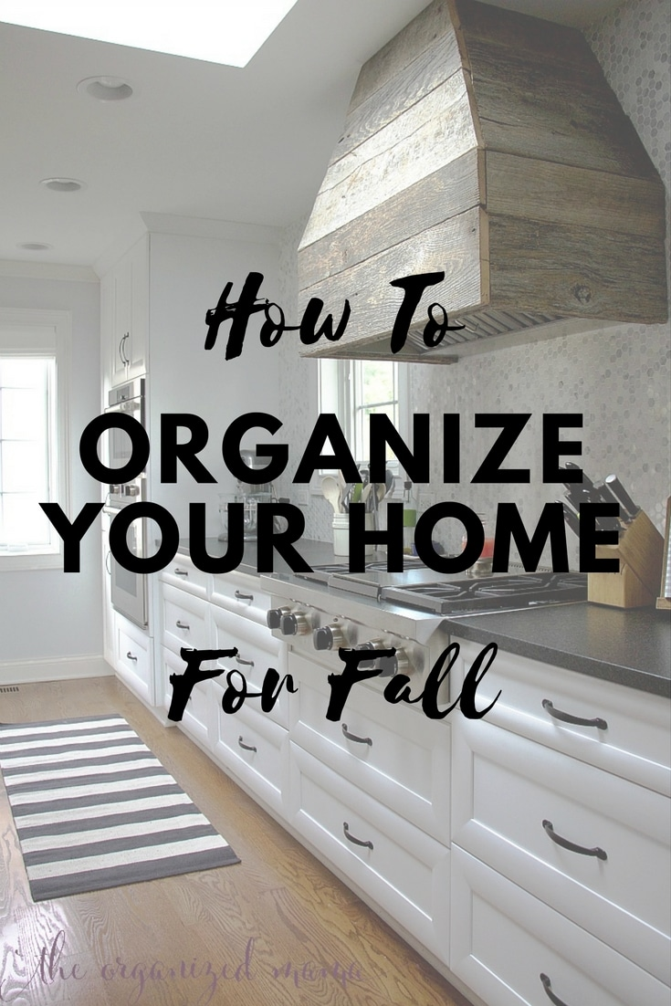 With chilly weather coming, follow these tips for ways to organize your home for fall and winter. A professional organizer breaks down easy tips such as swapping out kitchen items! #organization #howtoorganize #kitchenorganization