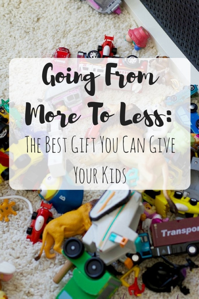 Want to give your kids the best holiday? Start by giving them less! These tips for going minimal will help you give the greatest gift! #kids #organized