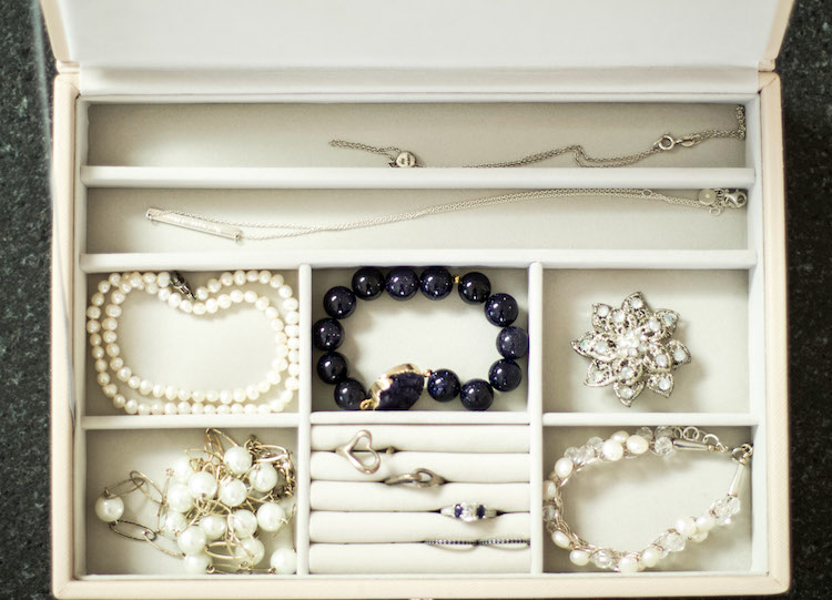 Organizing expert, The Organized Mama, shares her tips for organizing a modern jewelry box with tips for storage, display and more! #organized #jewelry