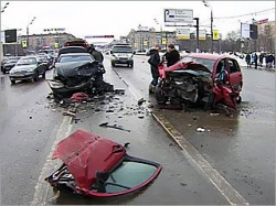 Moscow car crash involving Lukoil exec, from mvkursk.ru via theotherussia.org