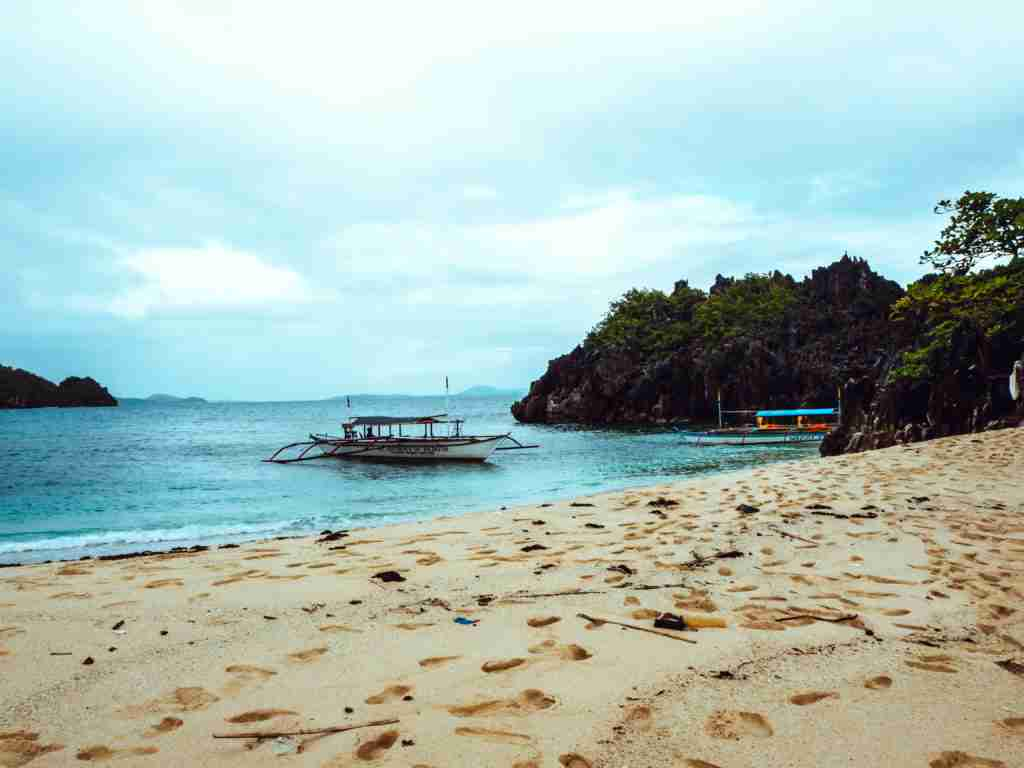 lahos island shore in caramoan