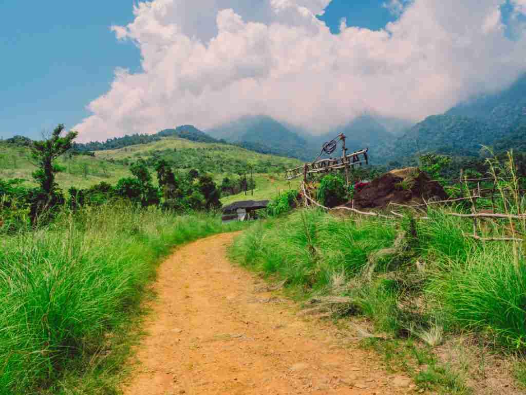 trail going to tanawan falls in dingalan aurora