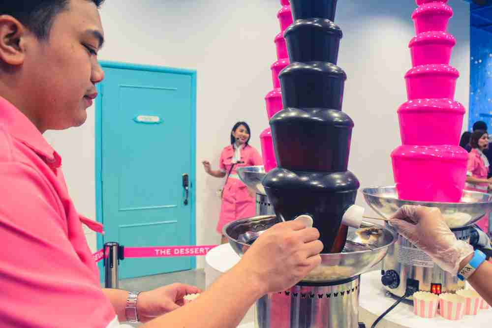 chocolate fondue in marshmallow room in dessert museum manila