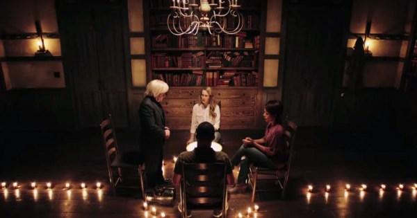 american-horror-story-seance