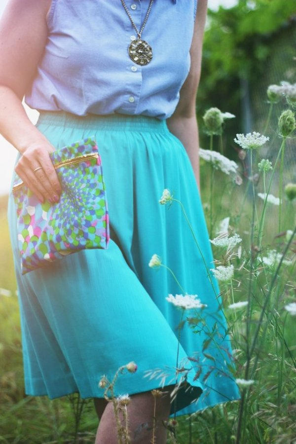 Outfit details: Sleeveless chambray blouse, teal skirt, printed vintage clutch, gold medallion necklace