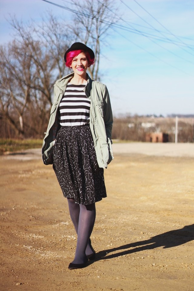 striped-tee-black-skirt-pattern-mixing-outfit-01
