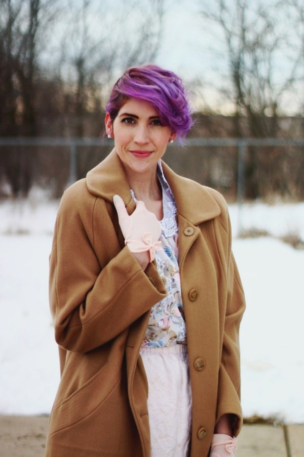 1950s-inspired-outfit-gloves-coat-purple-hair-07