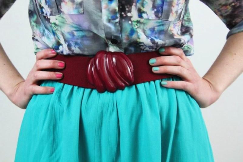 Outfit details: vintage maroon belt, teal skirt, printed top, mismatched nail art