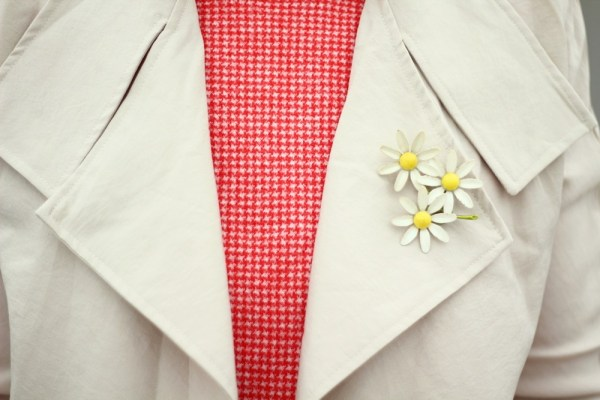 vintage flower floral brooch, tan trench coat, 1980s vintage retro style outfit