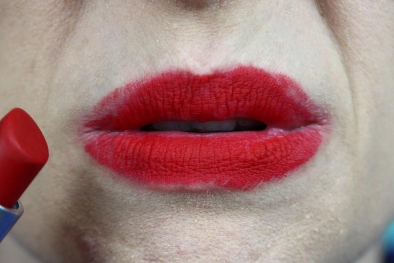 mac ruby woo red lipstick