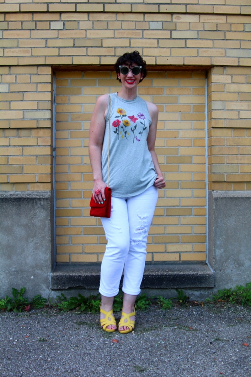 shopping with modcloth modsquad summer 2017 campaign fashion blogger Hannah Rupp the outfit repeater, white shredded skinny jeans, gray mockneck sleeveless top, yellow high heels, red purse, red colourpop lippie stix bossy, giant vintage sunglasses, roadtrip