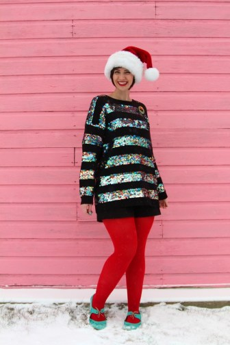 theoutfitrepeater-hannahrupp-fashionblog-thrifted-1980s-uglysweater-beverlygoldberg-sequins-christmas-redtights-welovecolors-winter-snow-03