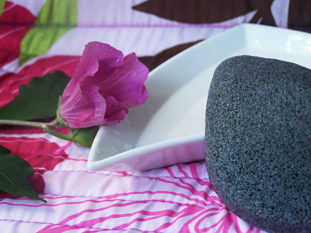 100% Plant Based Konjac Sponge infused with Activated Charcoal Review