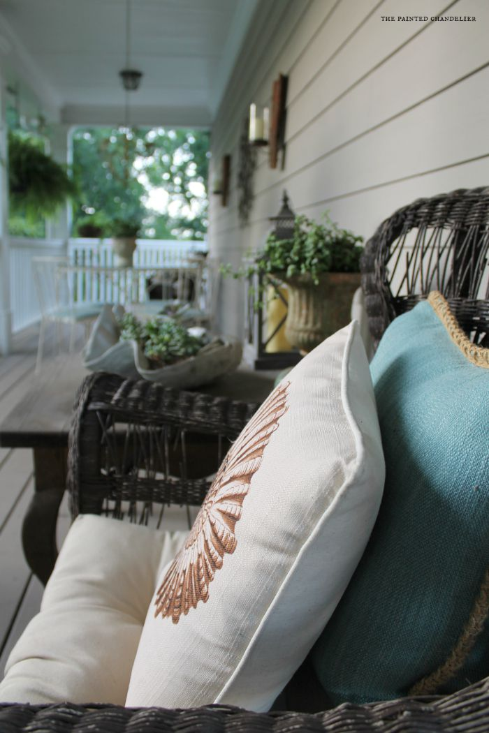 closeup-wicker-chair-side-porch