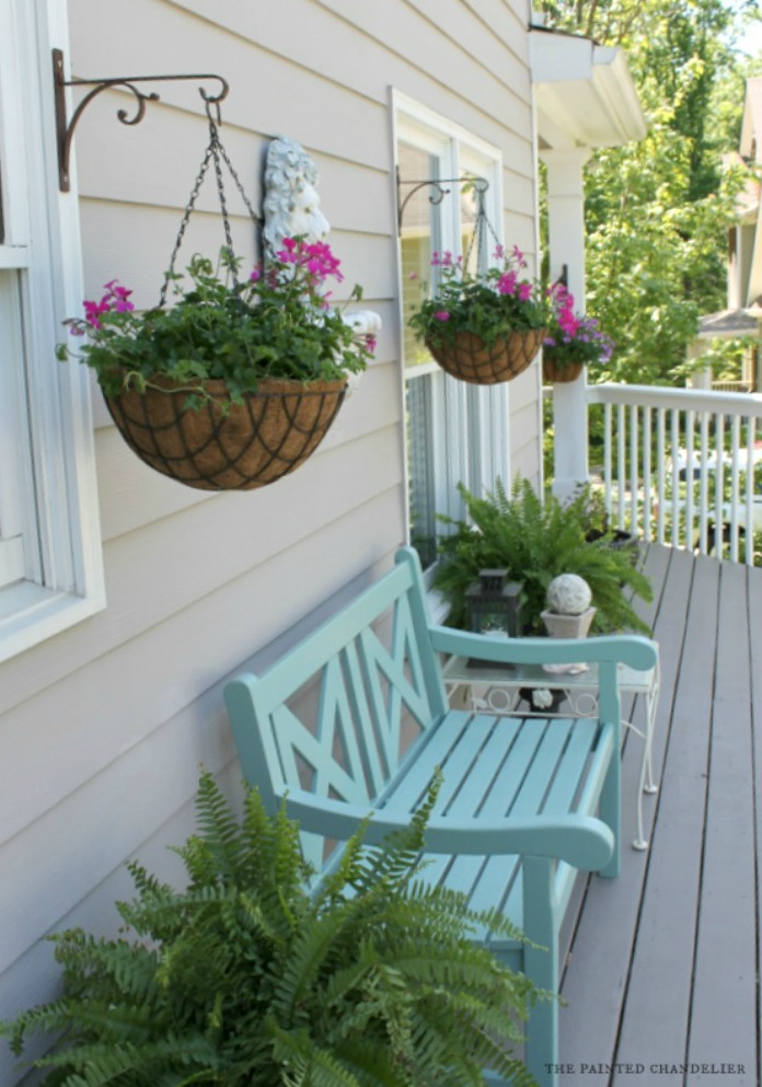 hanging-baskets-ivy-geranium-deck-makeover