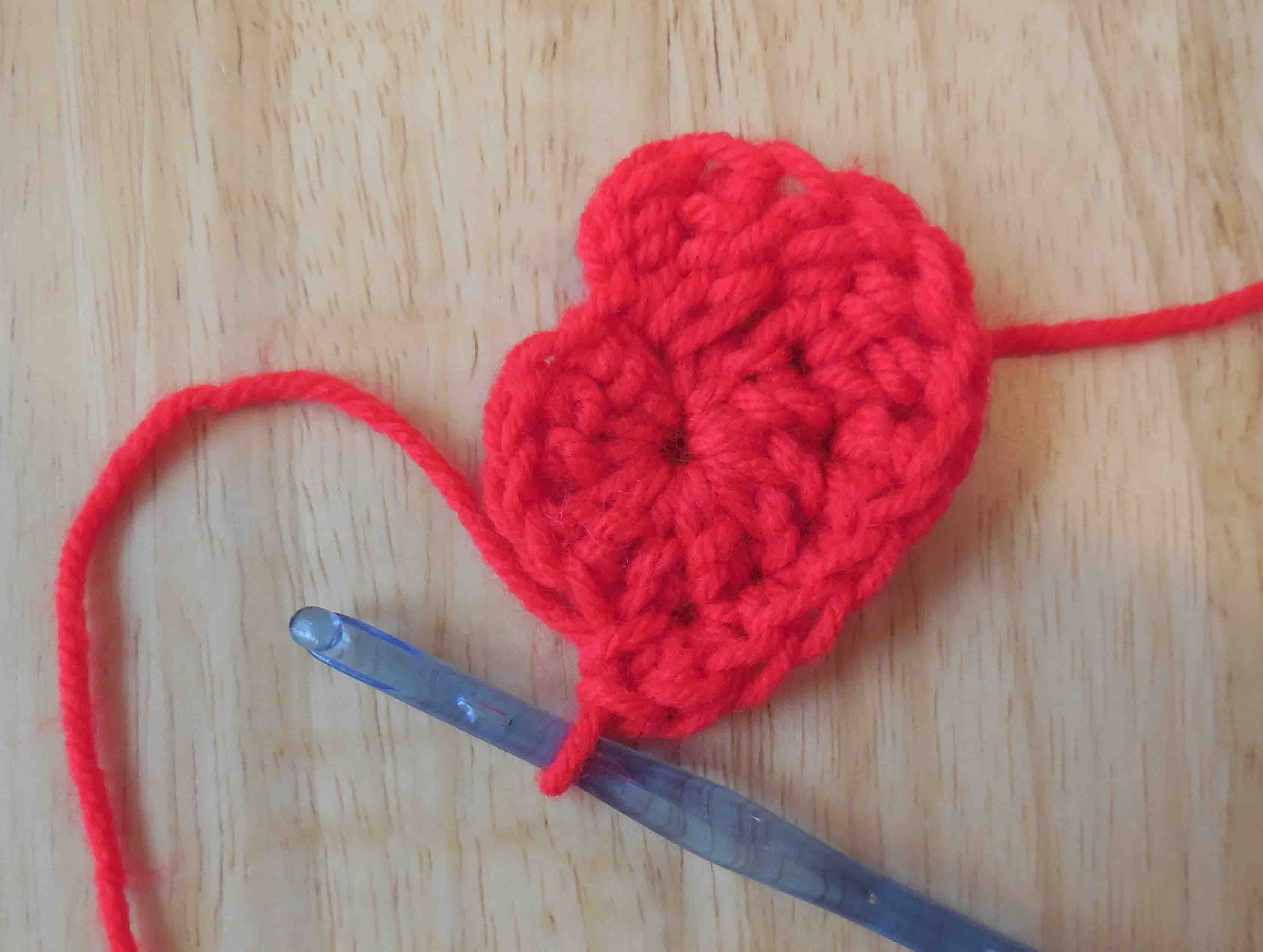 The easiest heart crochet pattern ever finishing the second round slip stitch in the first stitch the stitch that you chained up from to begin the second round crochet heart pattern bankloansurffo Images