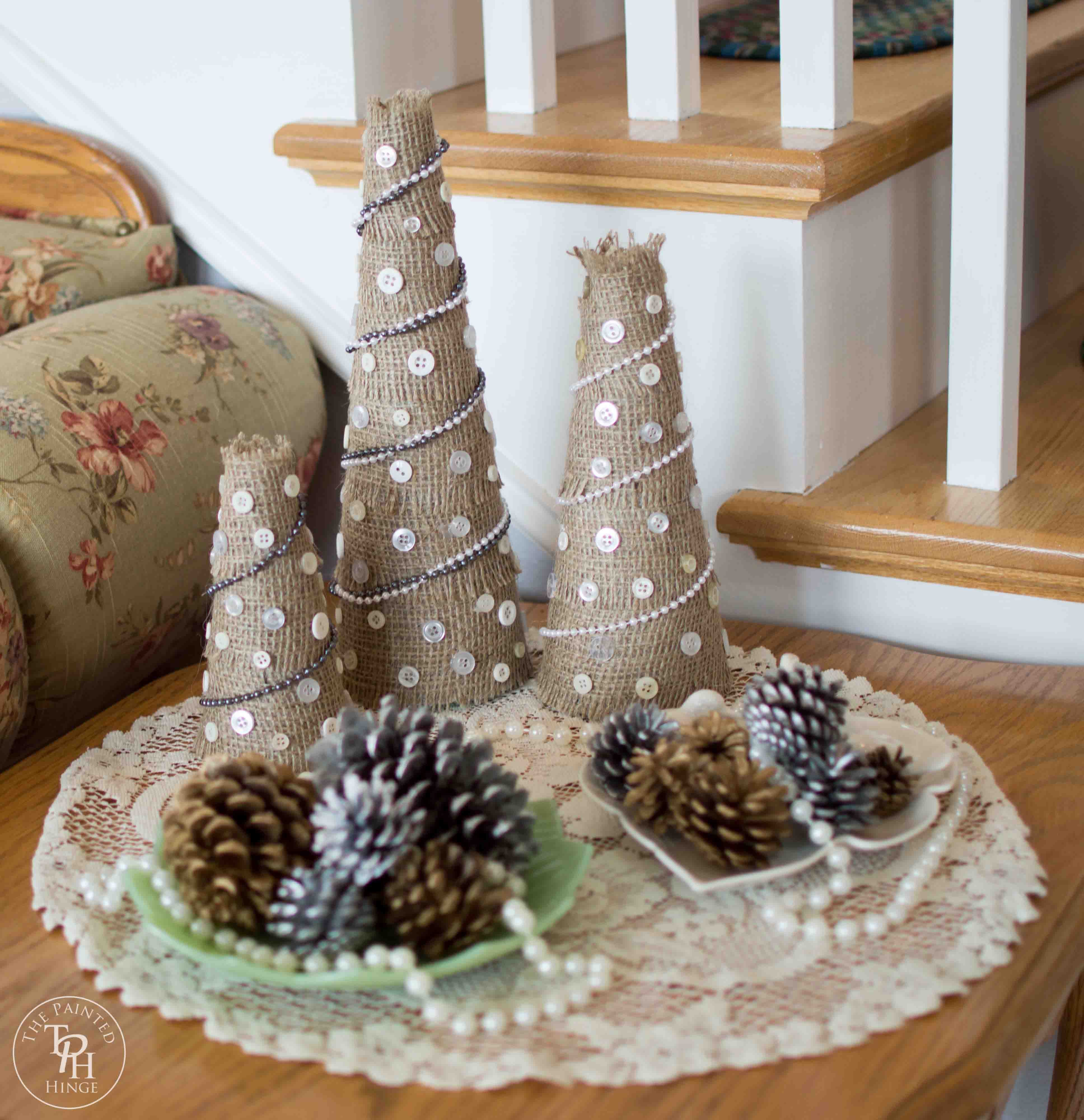 Burlap And Red Christmas Tree: Burlap And Buttons Christmas Tree Tutorial