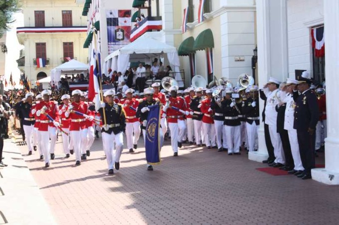 The parade begins in the Casco Viejo. Photo by the Bomberos.