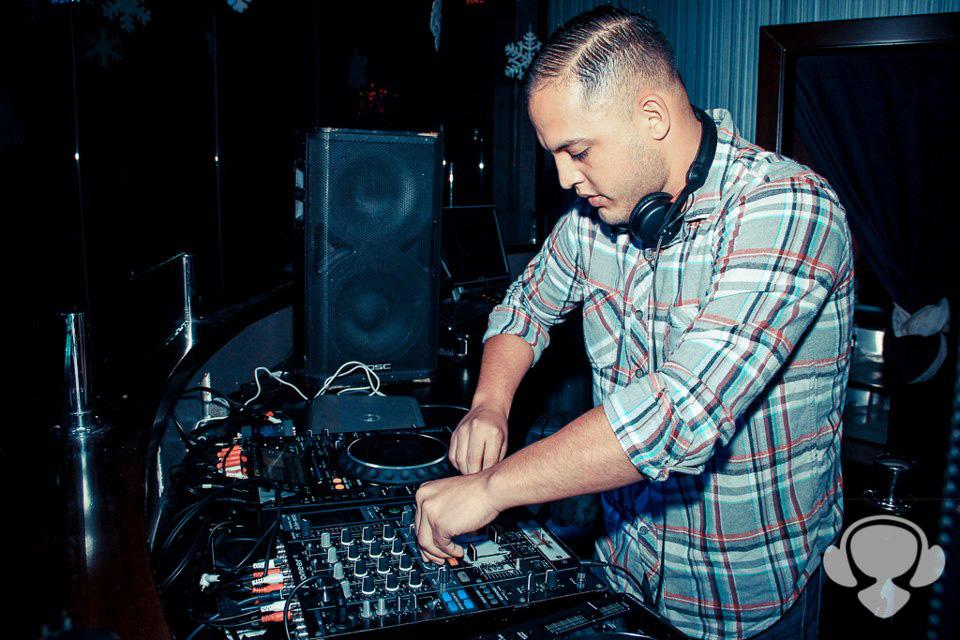 DJ Huggz DJing live