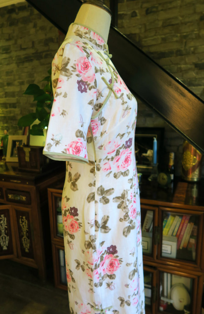 Side view of the rose floral qipao. The slit is just at knee length.