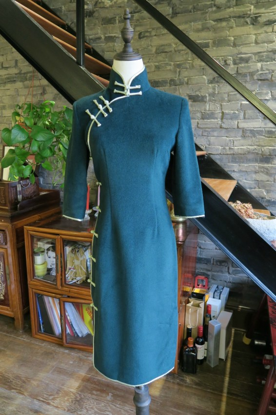 The front view of my forest green cashmere winter qipao. Three quarter sleeves and length just below the knee.
