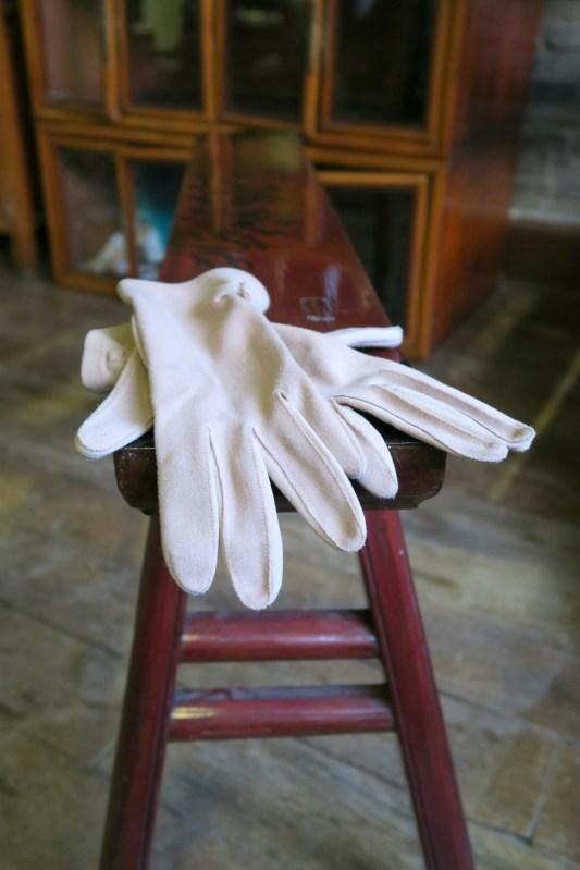 Vintage pastel salmon wrist gloves