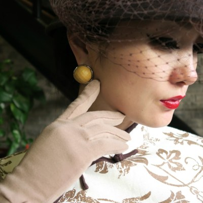 Accessorizing qipao (cheongsam) with hats and gloves