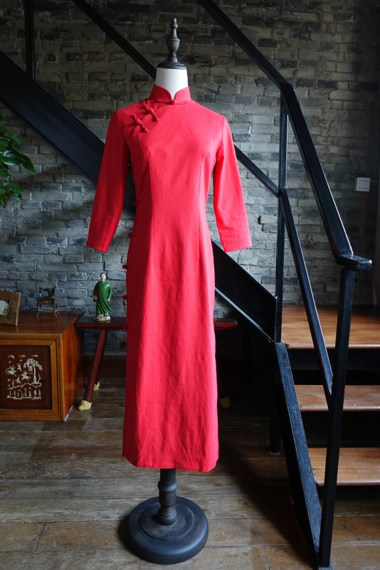 Traditional red qipao cheongsam mannequin front view