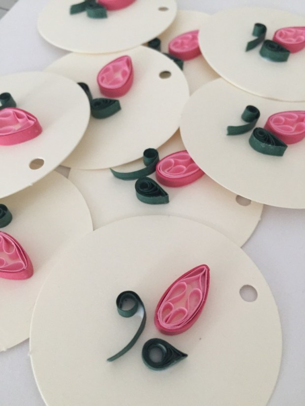 quilling paper flower bud gift tags