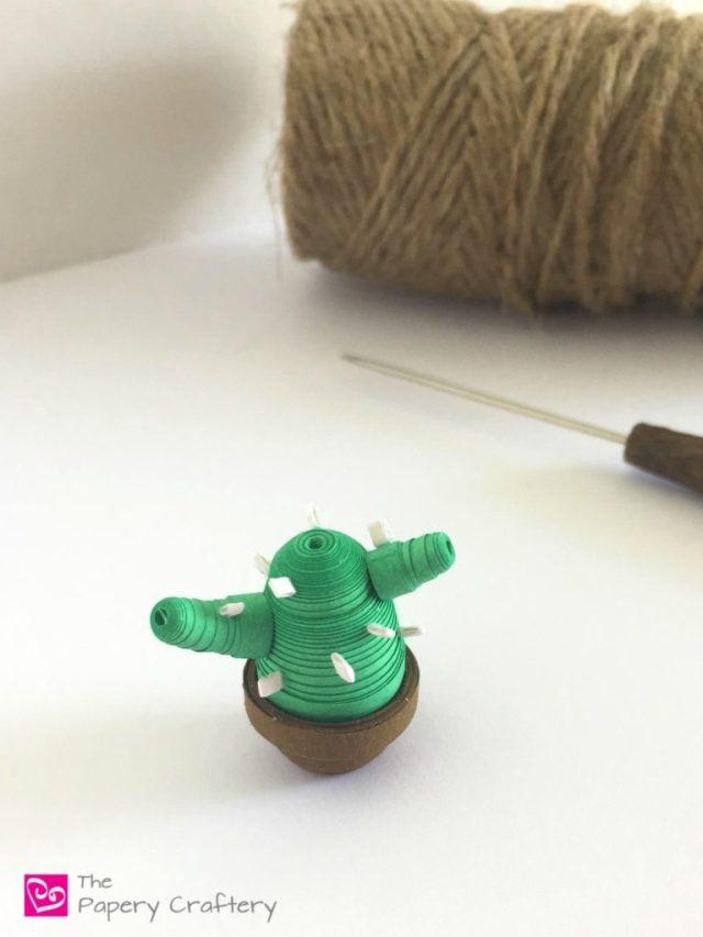 Quilling Paper Cactus ~ Satisfy your green thumb with a mini paper cactus! || www.thepaperycraftery.com
