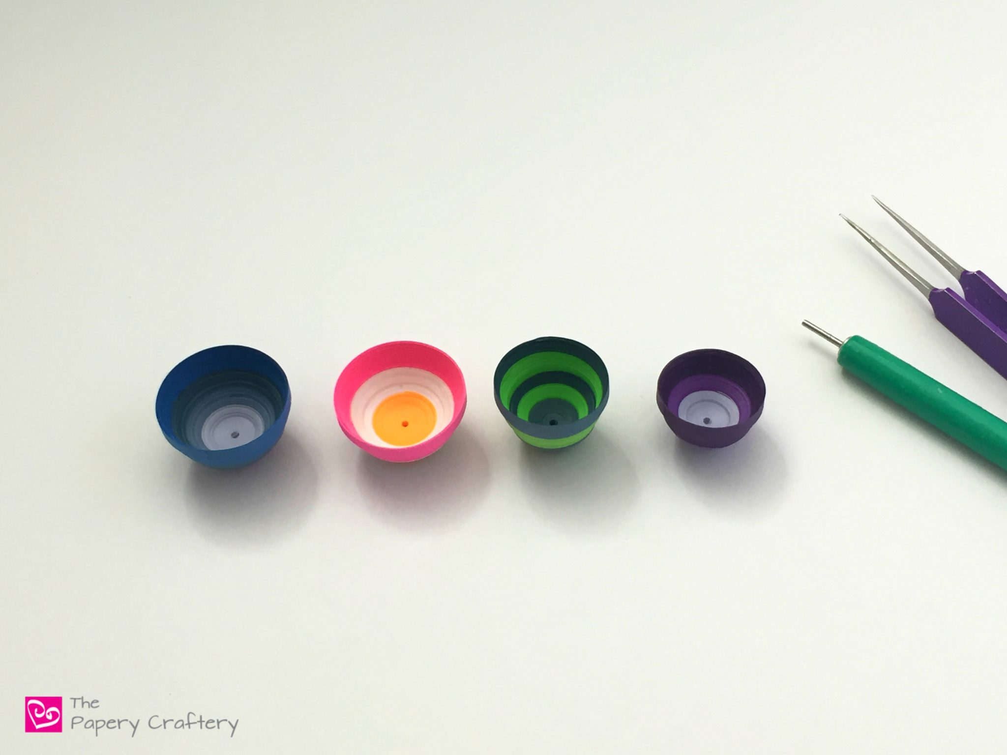 How to Use a Quilling Paper Mold for 3D Domes - Start making mini domes and bowls with a mold -- www.thepaperycraftery.com