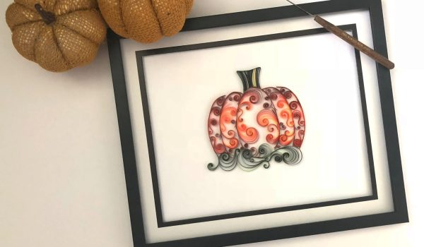 Quilling Paper Pumpkins ~ Just in time for Autumn crafts, make a paper pumpkin with quilled swirls! || www.ThePaperyCraftery.com