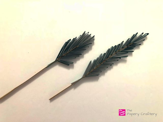 How to Make Quilling Paper Pine Needles ~ Start up those winter quilling crafts with easy fir branches || www.ThePaperyCraftery.com