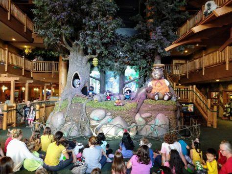 Great Wolf lodge Poconos Lobby animatronic display
