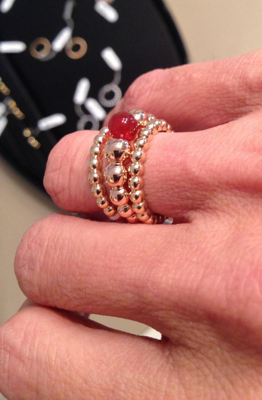 Un jour un bijou : Van Cleef & Arpels - collection Perlée - The ...