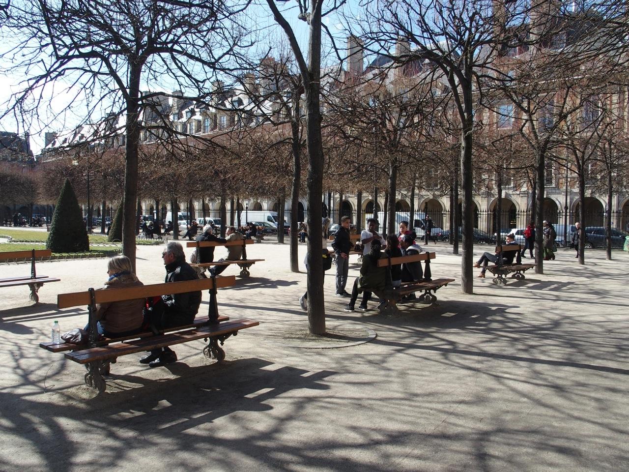 Les Bancs Publics à Paris Et Ailleurs The Parisienne