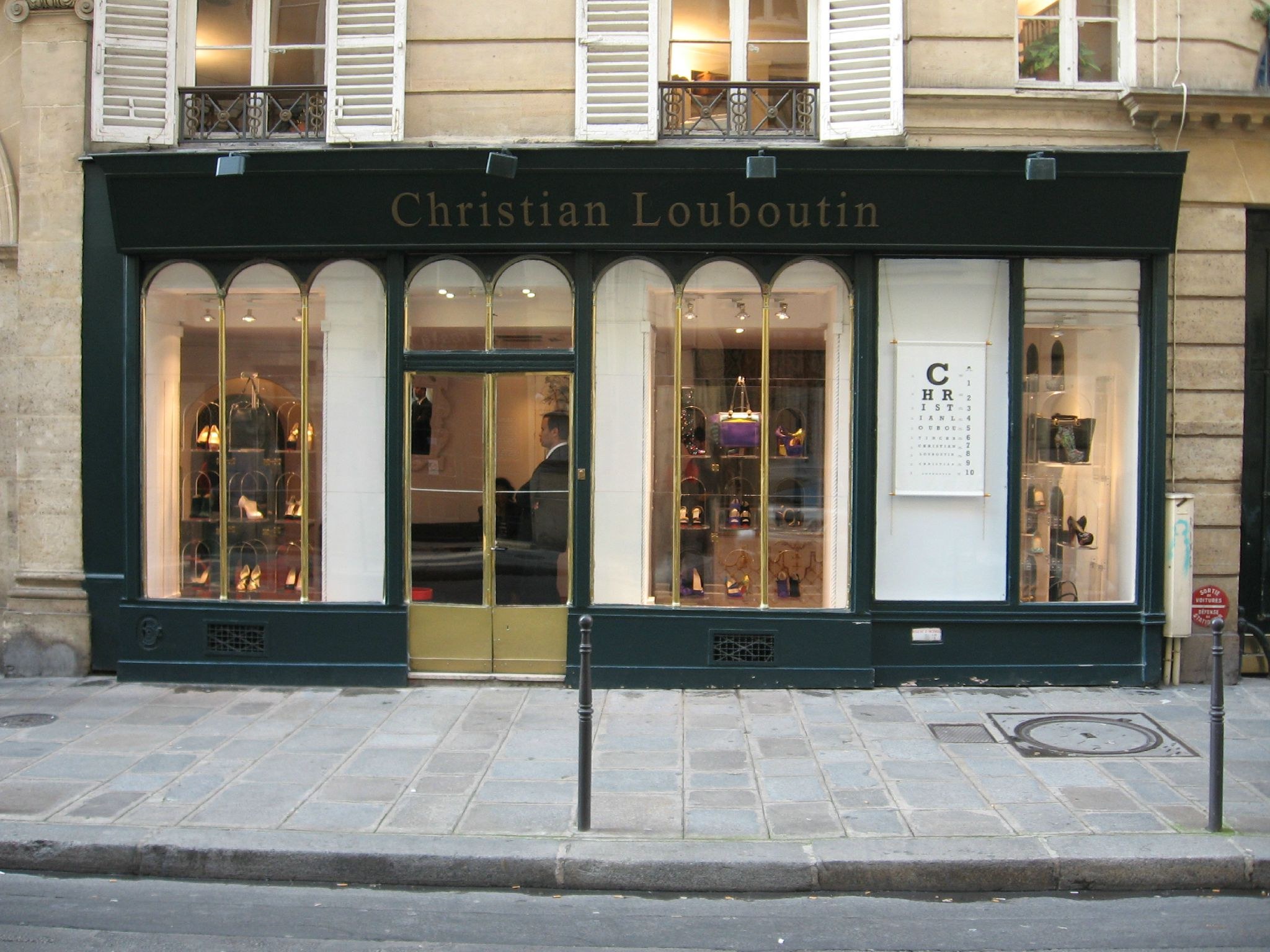 christian louboutin em paris