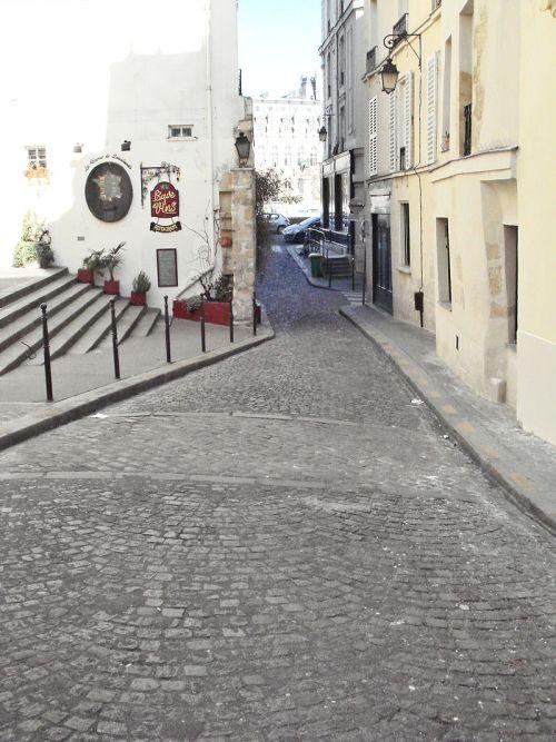 tracé au sol de l'enceinte gallo-romaine - rue de la Colombe