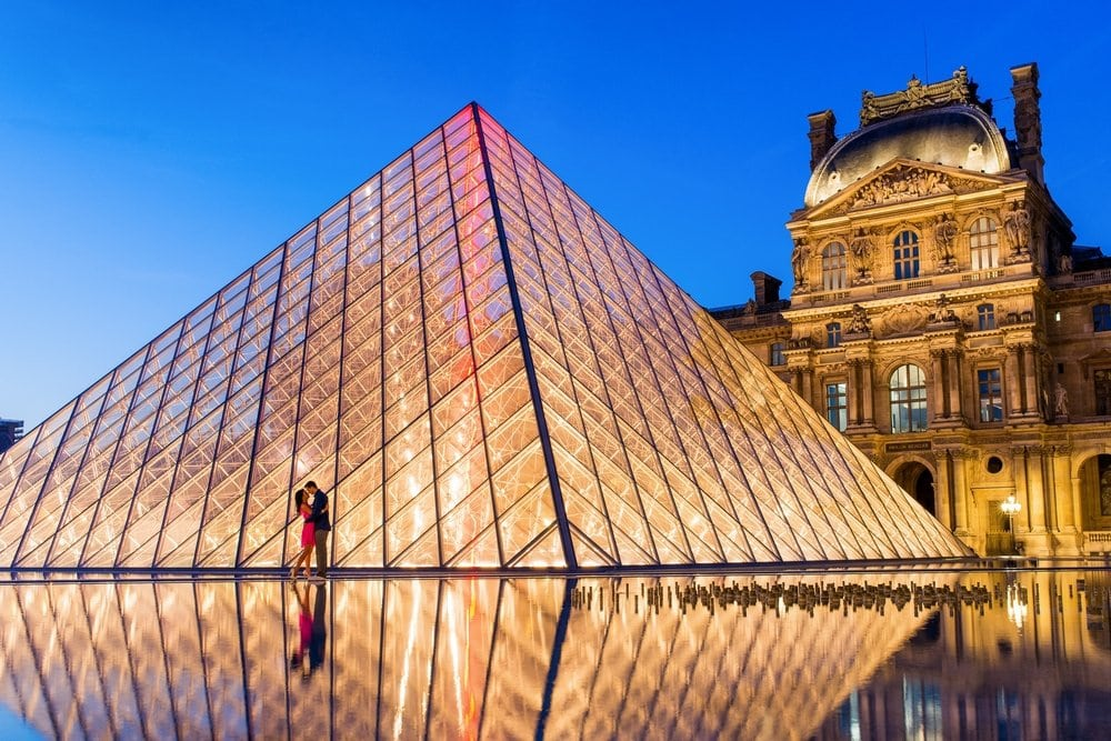 Romantic things to do in Paris - Visit the Louvre Museum at night