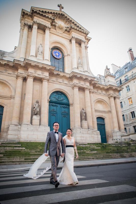 Pre wedding photo shoot Paris cathedral