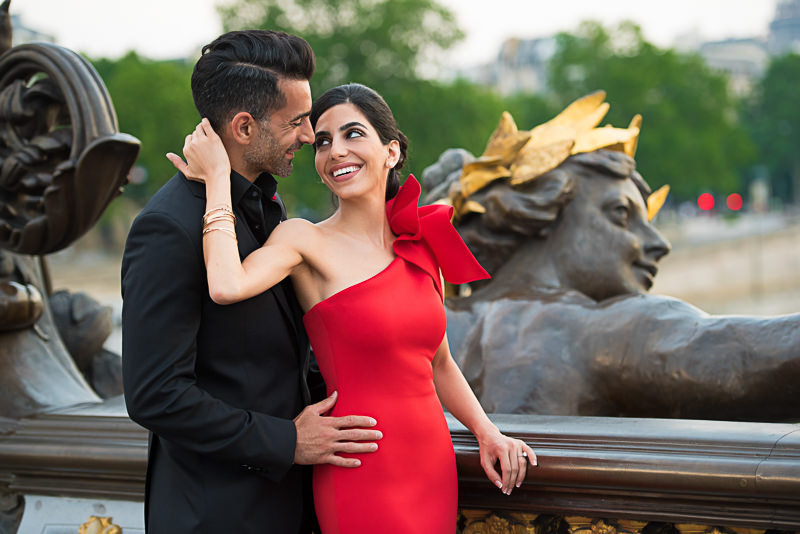 Gorgeous red evening dress ideal for engagement photos in Paris