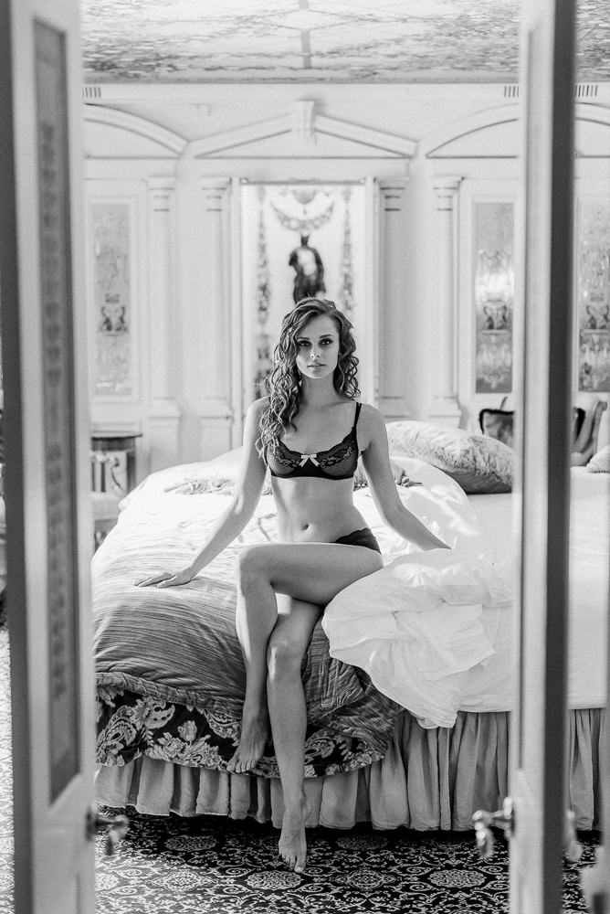 10. Boudoir photo shoot in Miami at the Versace Mansion by Fran Boloni The Paris Photographer