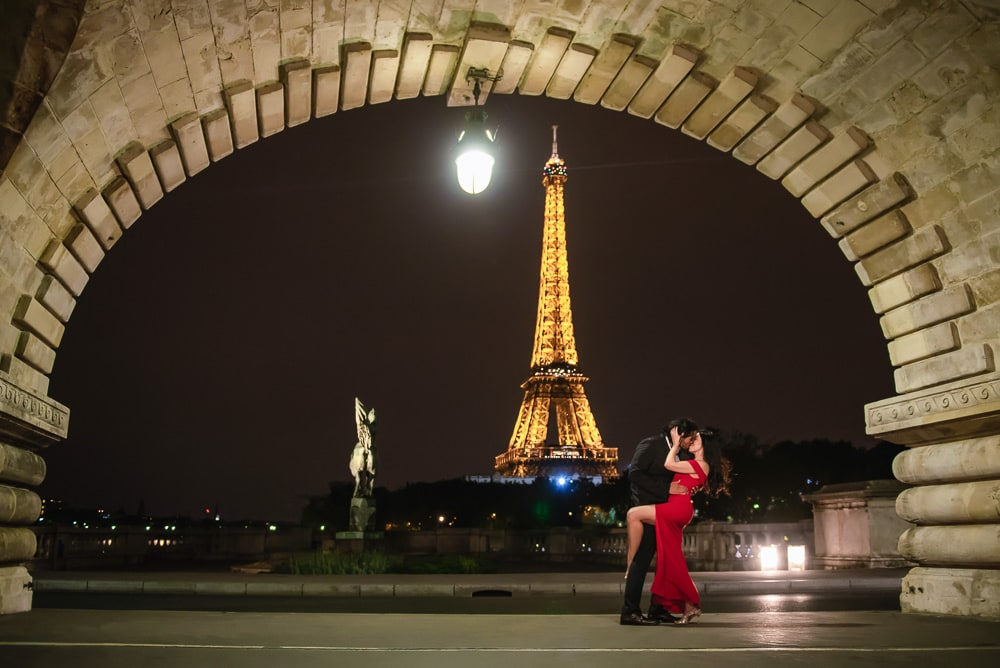 Paris engagement photographer - Night engagement pictures in Paris