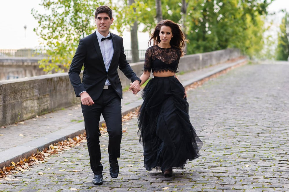 Elegantly dressed couple from Miami walking in the streets of Paris